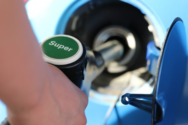cat costa combustibilul europa